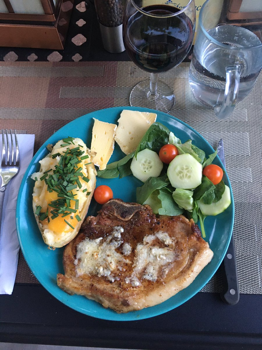 Pork Sirloin Chop from Oliver's. Man. Dude. Dude. Man... #yesiatethatfat #yesitwasdelicious #yesiamgonnadiewealldo   #iknow #mondaynight #dinner #insideoutpotatoes #stuntsalad https://t.co/HFhMjeLFDa
