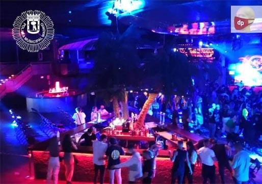 Desalojan '#LaRiviera' en #Madrid: El evento musical debía terminar a las 23:00 ... Éstas vienen recogidas en la Orden 1008/2020 de la Consejería de Sanidad de la Comunidad de #Madrid. En #LaRiviera se celebraba un #concierto de un DJ Un ... https://t.co/7wJwl2t7h6 https://t.co/PdIenHeY7g