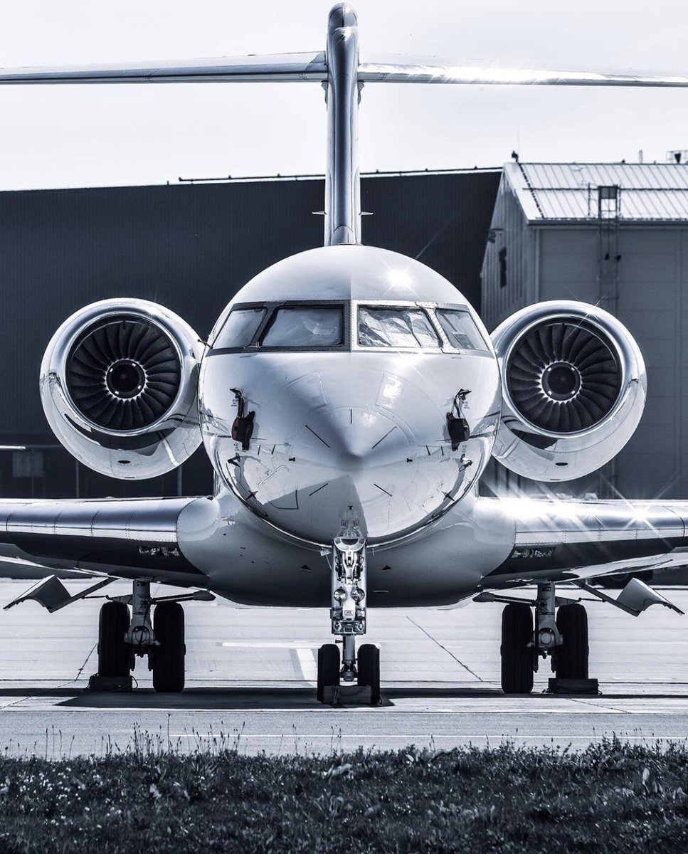 #BusinessJets @contrailspotter.sk ® parked Global #Bombardier #Global . #instagramaviation #megaplane #BusinessAviation #FlyPrivate #PrivateJet  #CharterJet #BizJet #Flight #Luxury  #Travel #EmptyLeg https://t.co/0tpJpdoF3h