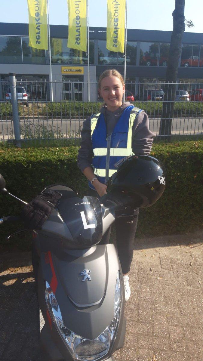test Twitter Media - Julia Wijn, gefeliciteerd met het in 1x behalen van je Scooter rijbewijs. Niet vergeten te tanken he? 😀 https://t.co/ZeUXCjRt5n