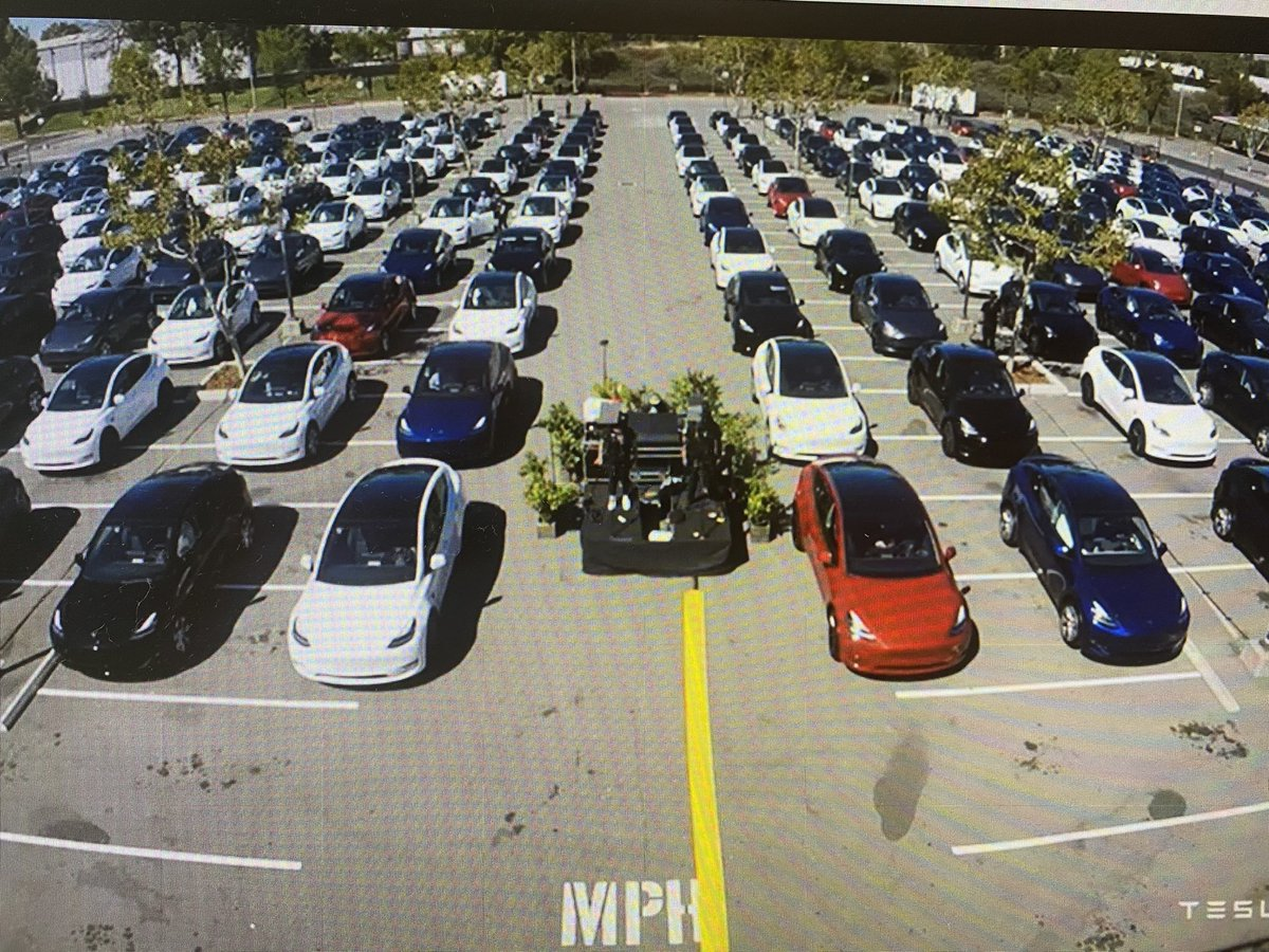 Wait, so at an event ideal for @tesla to show off its cars' capabilities - socially distanced annual meeting with shareholders listening inside vehicles -  or one of them has used auto park to park between the lines? Missed opportunity, shurely?! https://t.co/pwW1tBDR8K