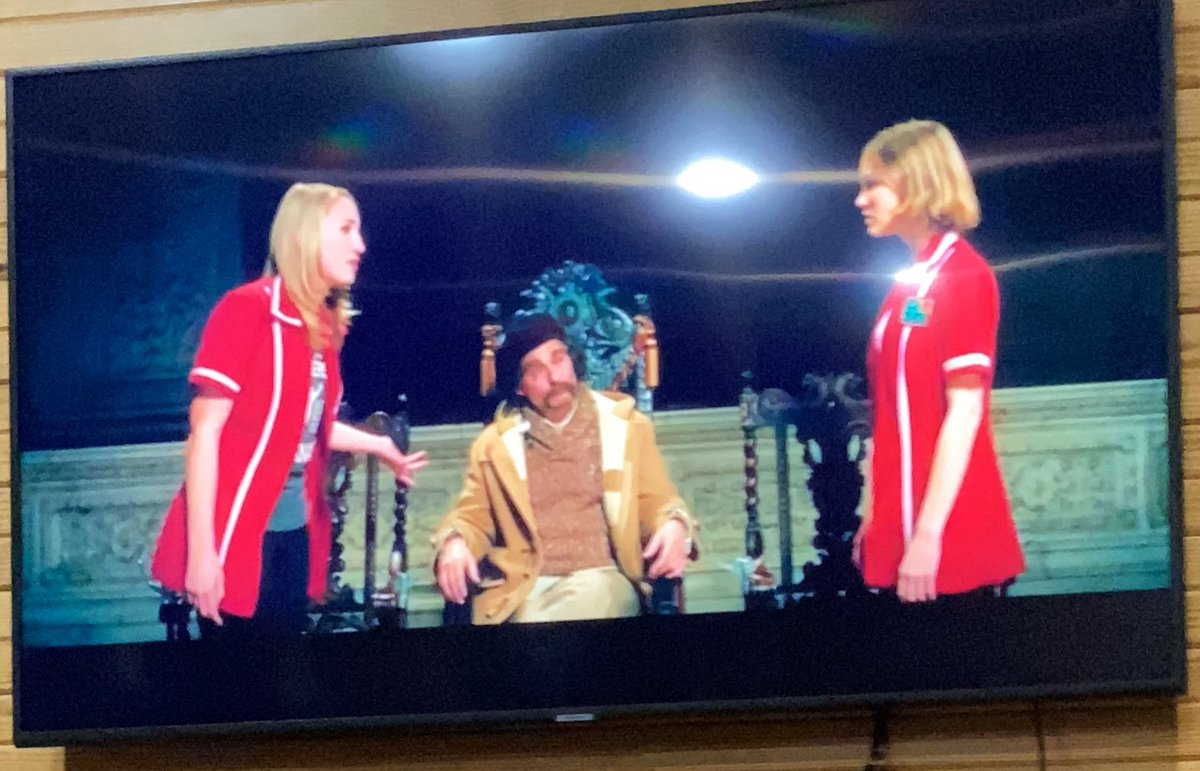 I've never wanted weed as much as I do watching #YogaHosers. This film is wasted on me sober @ThatKevinSmith https://t.co/Gkoe52WPt1