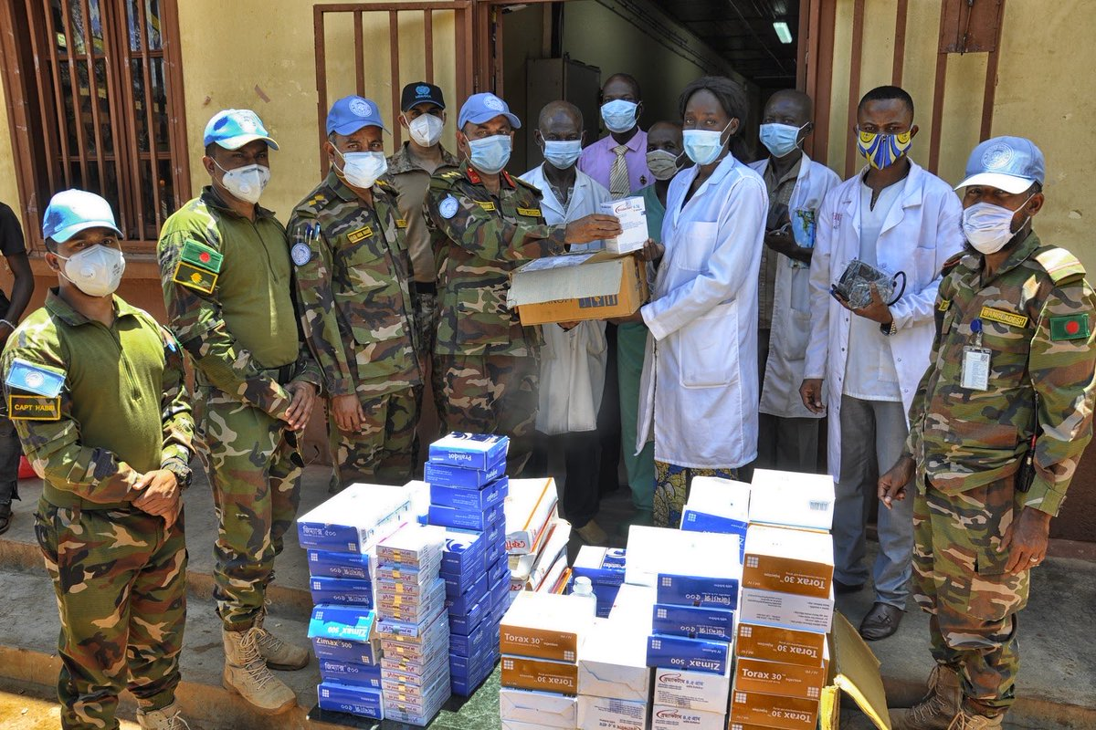 As part of the local #COVID19 response, the Bangladeshi Medical Contingent 🇧🇩 of @UN_CAR delivered medicine and equipment to the Kaga-Bandoro Hospital. #A4P https://t.co/VqwtnVH2O1