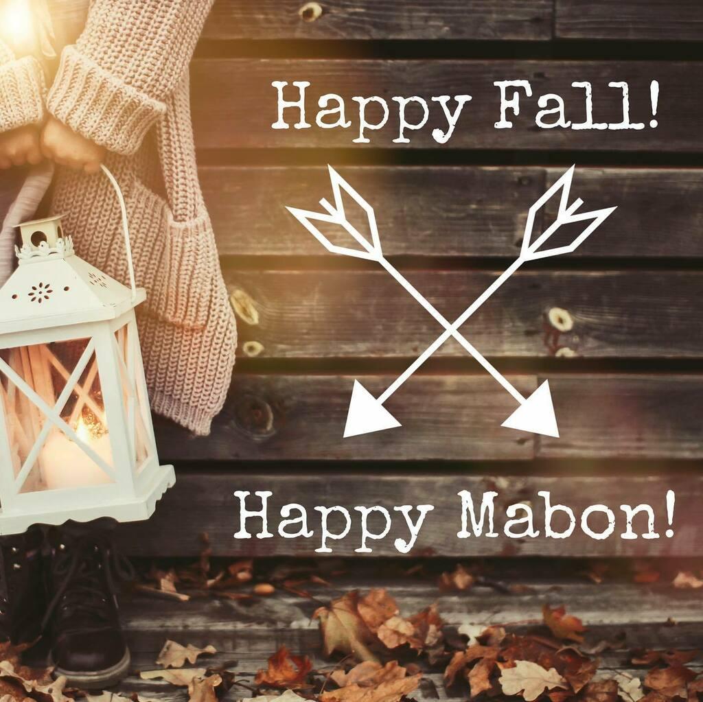 Happy Autumn Equinox 🍂  . . . #autumn #fall #seasons #change https://t.co/7swXTLhcOY https://t.co/NvC63TzGku
