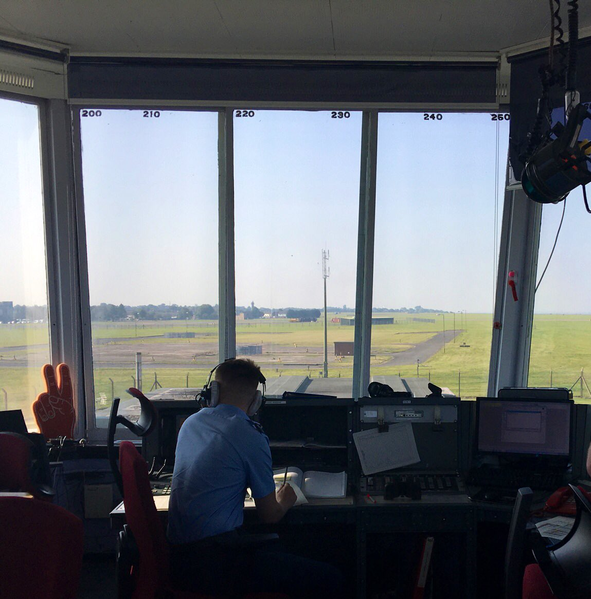 While @RAFScampton today I met SAC Benson who recently checked out as an Air Traffic Assistant having previously been employed in the Control and Reoprting Centre.  Great demonstration of Trade Group 7 potential.  Cross-training and multi-skilling is the way ahead! https://t.co/1OMxXGxVUz
