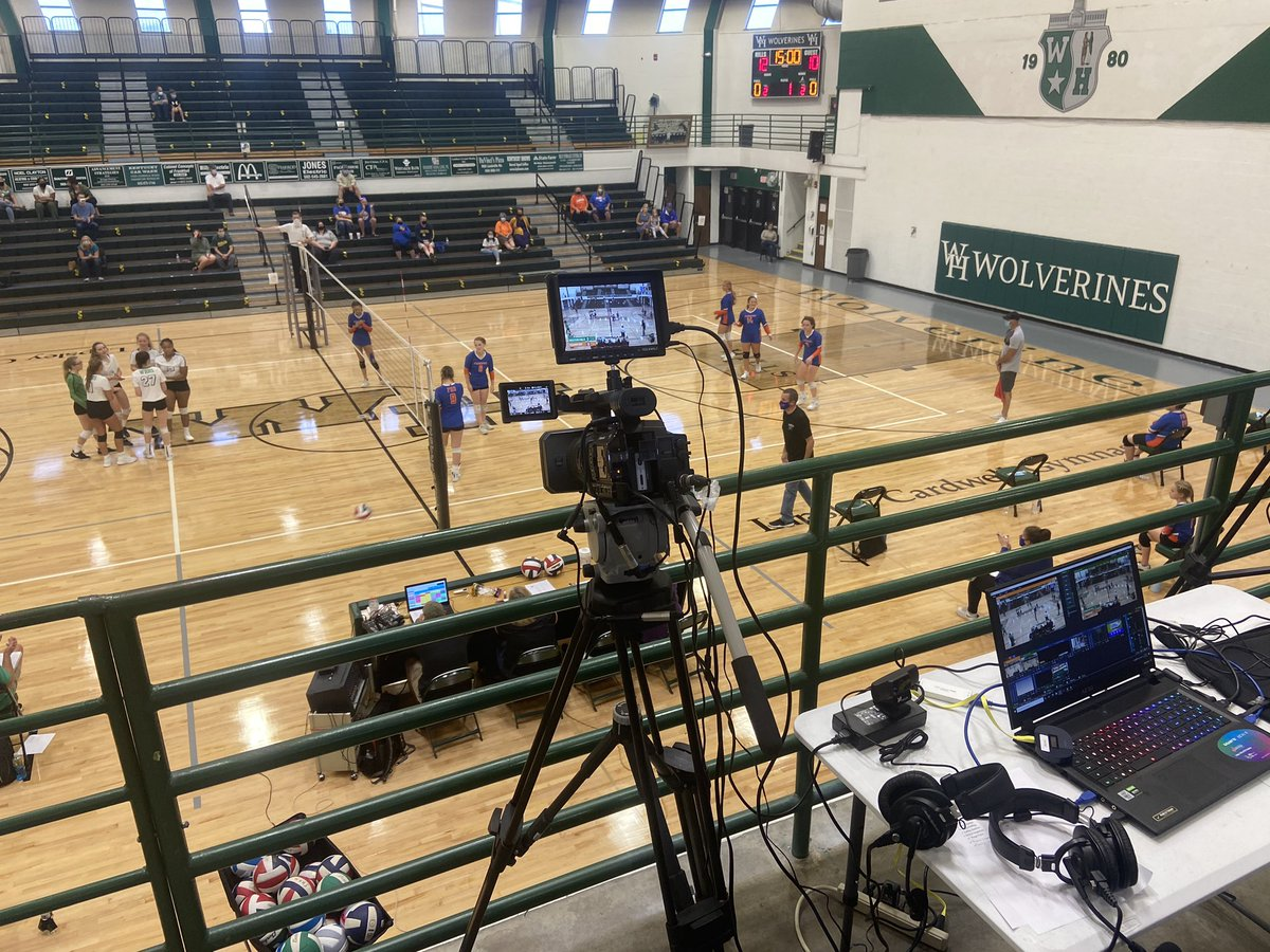 We're about ready to see some ladies serve it up!  #Hills vs #High!   Join us LIVE at https://t.co/p2SaDpwlly https://t.co/lJuZhoWRr0