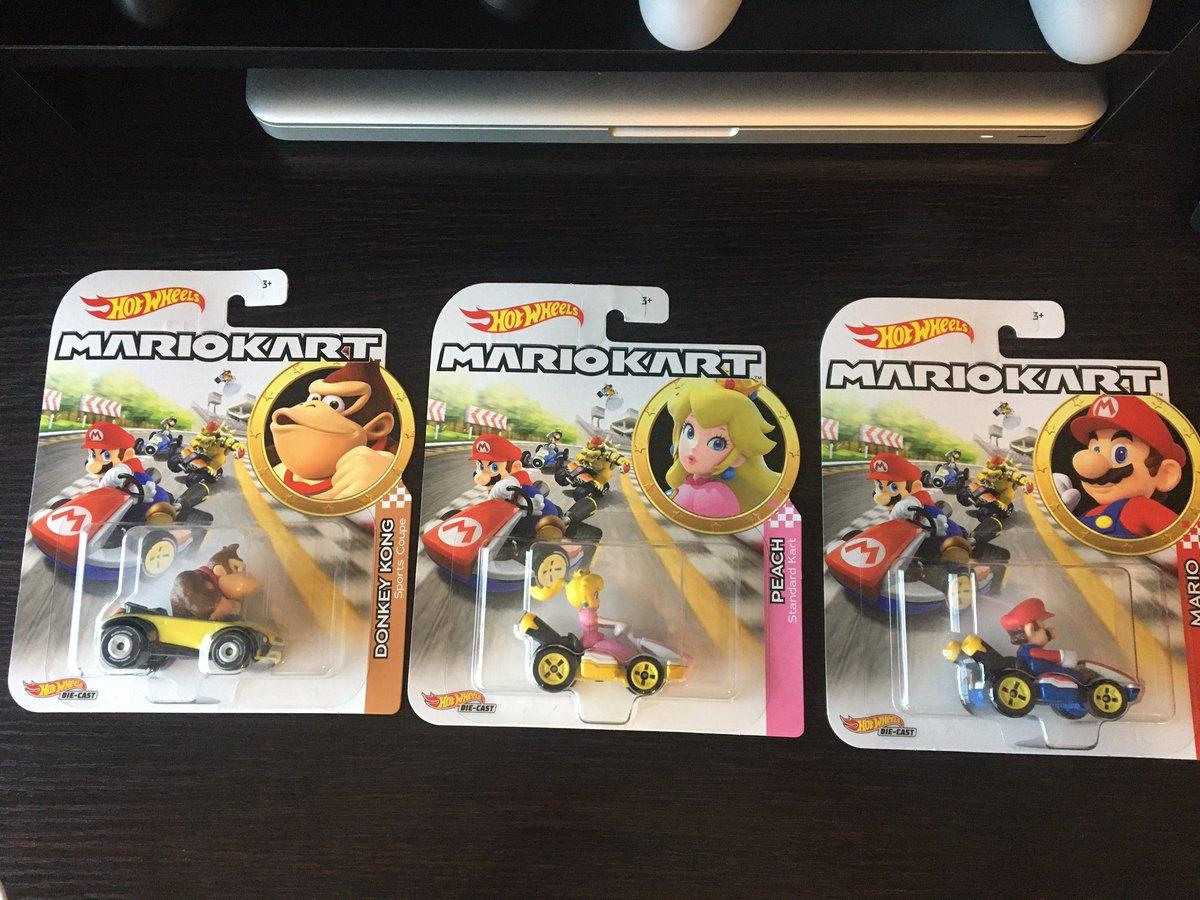 Arrumei mais 3 #hotwheels pra minha coleção. Mês que vem volto na loja pra comprar os outros que faltam. 💸💸  #Nintendo #MarioKart @NintendoAmerica https://t.co/6CVP8Ll2fo