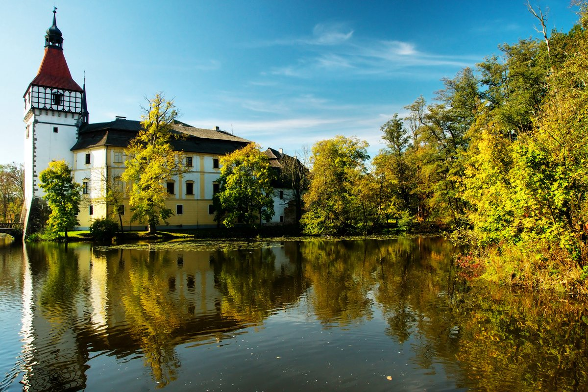 Thanks for this tip for a trip, dear Růžena 🙏  Blatná Castle is located approximately 60 km from České Budějovice city, Czech Republic. The first written mention dates back to the 13th century.  https://t.co/TRGfO1rZLg  #travel #castle #disability #accessibility #trip #Review https://t.co/HT69evVLH5