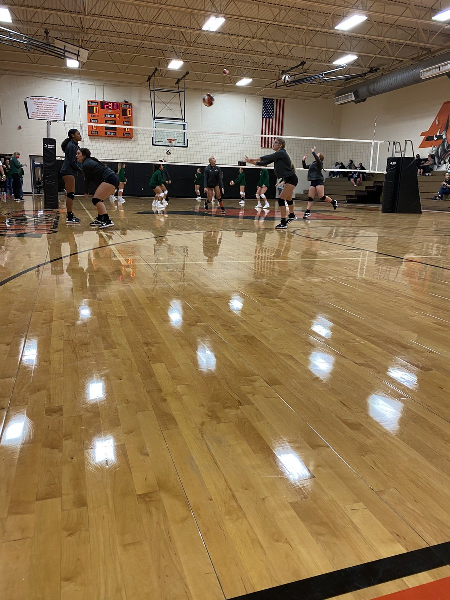 @WestwoodDNA 🏐 on the court warming up before their district game vs Franklin! #gROW