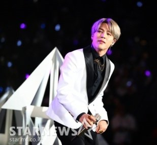 """Kmedia reported on the news about Jimin's solo song """"Filter"""" ranking No.5 on Billboard World Digital Song Sales on its 28th week, the highest Korean solo on chart, as well as BTS song, proving its global popularity👏  📌   https://t.co/IJIruEjRss https://t.co/cRtPG5e4G8"""