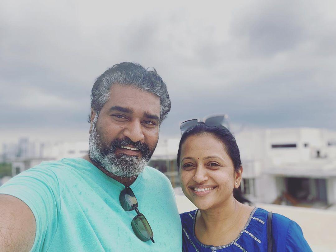 The beauty of nature and life, together in one picture Smiling face with😍 #rajeevkanakala - #SumaKanakala  #ShreyasMedia #ShreyasGroup https://t.co/w51GtjuRIT