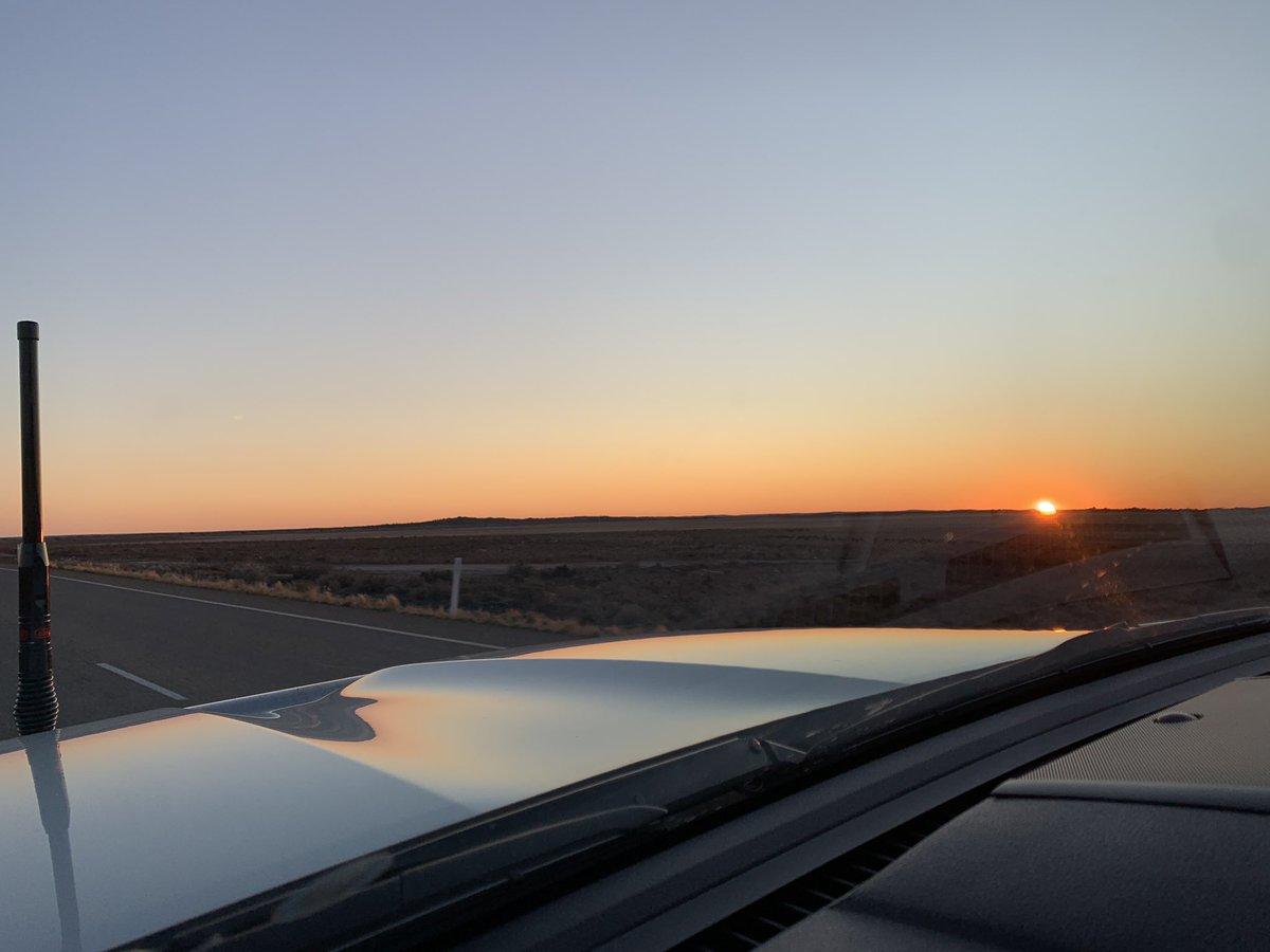 Sunrise from Mount Magnet this morning. 👌🏽 #wanderoutyonder #justanotherdayinwa https://t.co/JH6ULrEfRq