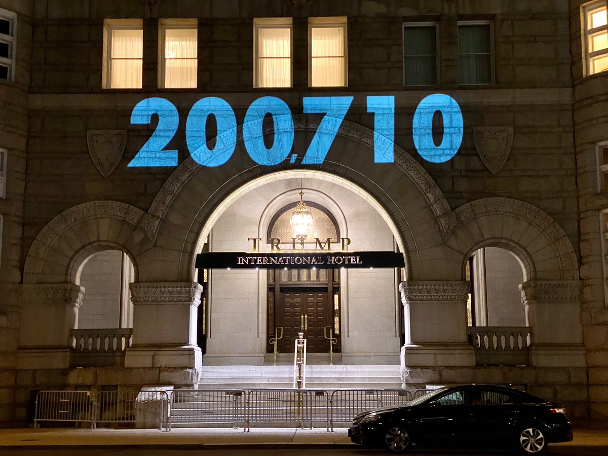 The anti-Trump activists/visual artists who regularly project the US COVID19 death toll on the Trump hotel in DC marked the horrific milestone this evening https://t.co/K6BdbDVylv