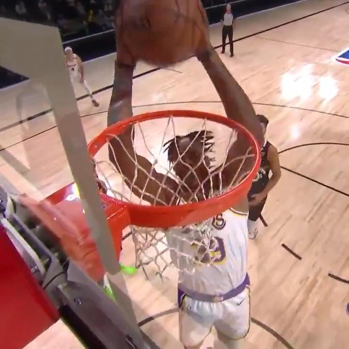 LeBron ⬆️ Dwight ⬇️  #NBAPlayoffs on TNT https://t.co/SzEqdViyGe