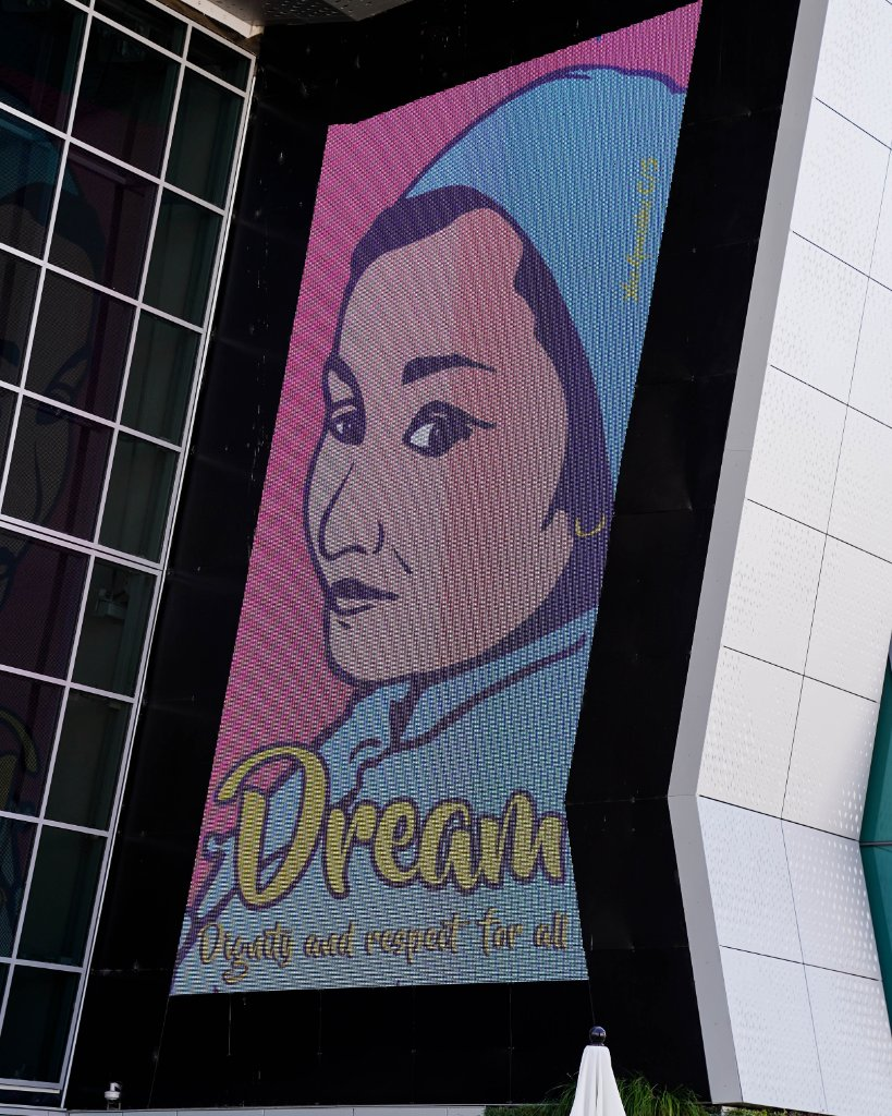 We're celebrating #LatinxHeritageMonth at Golden 1 Center!   On the screens you can see artwork done by local Latinx artists.  Come to the plaza to view pieces created by Xico González! https://t.co/L6lZBTRGAT