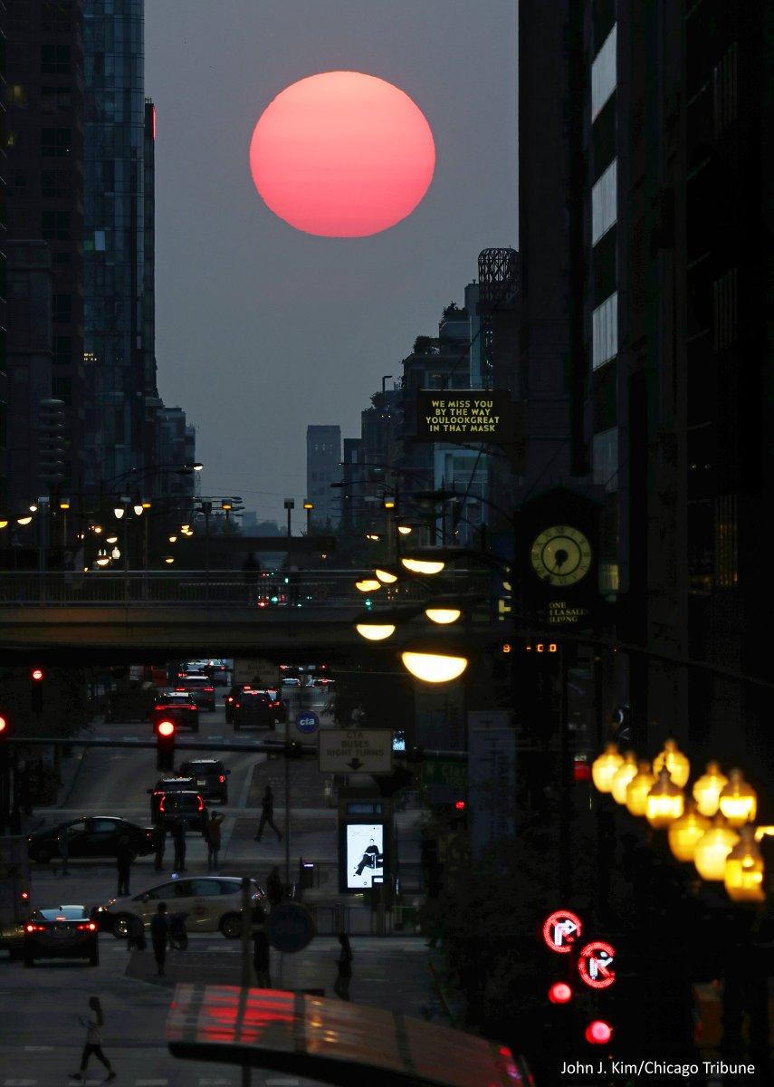 First sunset of autumn, 2020 West Madison Street, Chicago #Chicagohenge