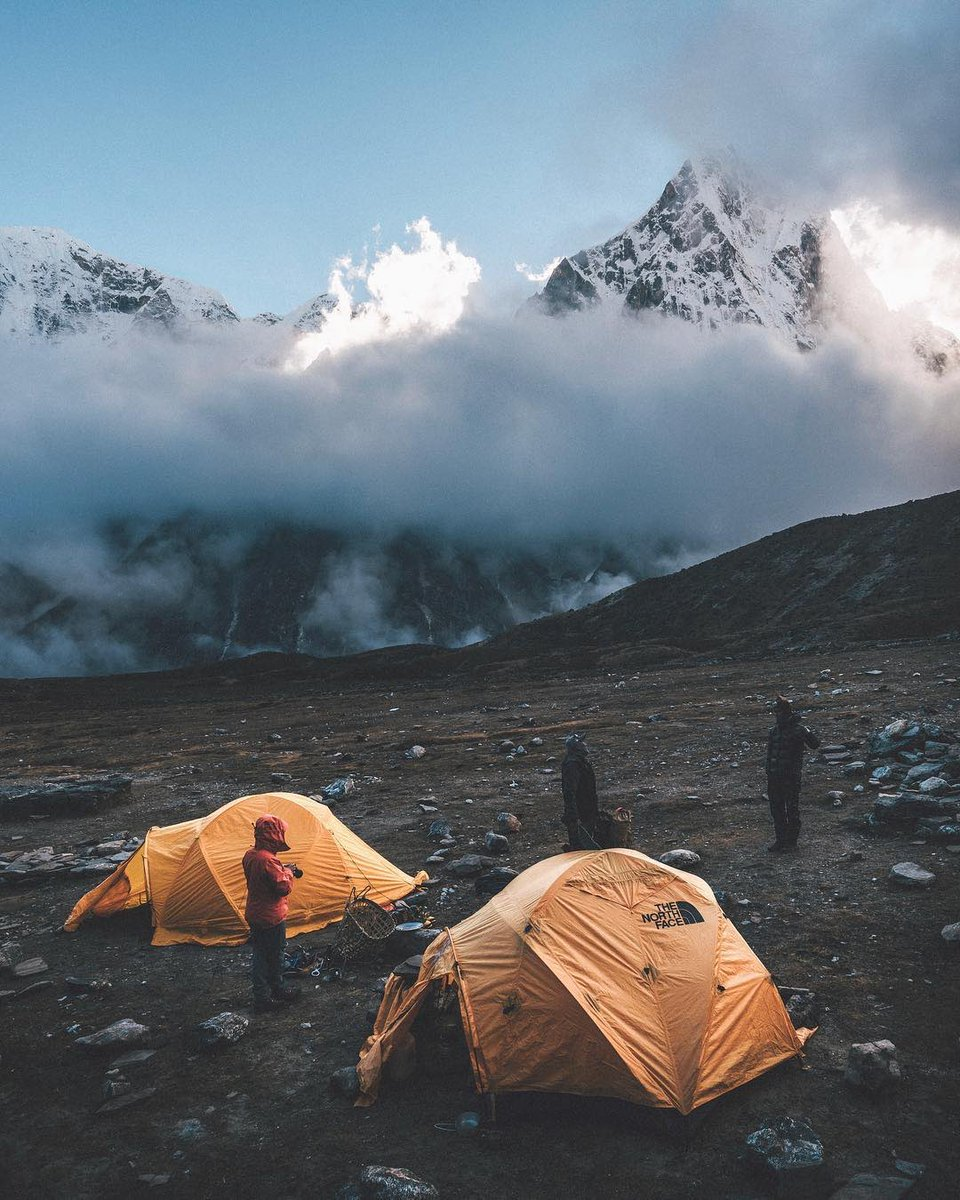 Mention those friends whit whom you want camp in the #Himalayas. . . 📸 By @rawmeyn  #travel #Nepal #mountains #travelblog https://t.co/kBex5mvm4W