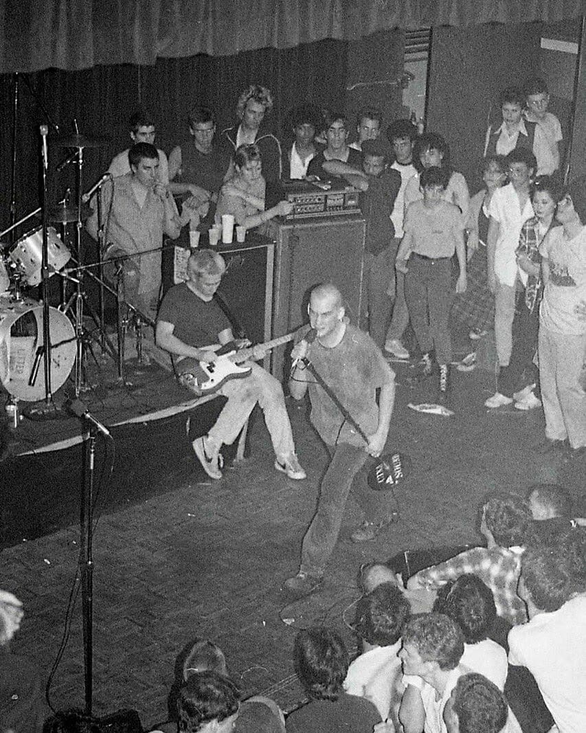 37 years ago today Minor Threat played their last show on September 23, 1983, at the Lansburgh Cultural Center in Washington, DC (Photo 1 is not of this show)  #punk #punks #punkrock #staypunk #hardcorepunk #straightedge #IanMacKaye #MinorThreat #history #punkrockhistory #otd https://t.co/JBj02vWUrg