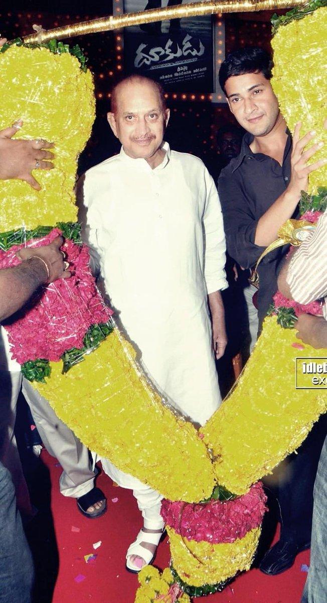 Superstar Krishna garu & Superstar @urstrulyMahesh at Dookudu 50 Days Function held at Vijayawada !!!   #9YearsForIndustryHitDookudu   #SarkaruVaariPaata @urstrulyMahesh https://t.co/kO2Au9pLXt
