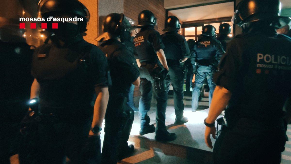 🔴 Operatiu en marxa de la DIC a Barcelona i l'àrea metropolitana contra una organització dedicada al tràfic il·lícit de vehicles https://t.co/g3KeBNf2Fa