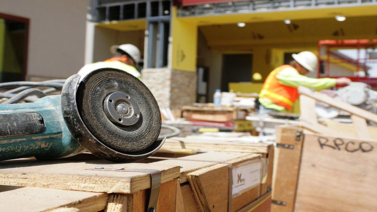 El sector de la construcción y edificación en España reivindica su capacidad para ser la locomotora de la recuperación económica  #construccióndenaves #hormigón #navesganaderas #navesindustriales #construcciones  https://t.co/yLYqwj5Vwa https://t.co/jhIt75ljeb