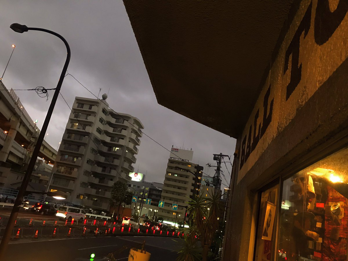 🕠 #landscape #view #cloudy  #goodevening #eveningview #eveningsky #evening #sky #clouds #lights #viewing #street #streetview #building #freeway #wallpainting #window #terrace  #basketballcafe #BALLTONGUE  #木場 #T13 #tokyoeastside #cafe #clothingstore #nba #photography #foto https://t.co/PRLmdocVPI