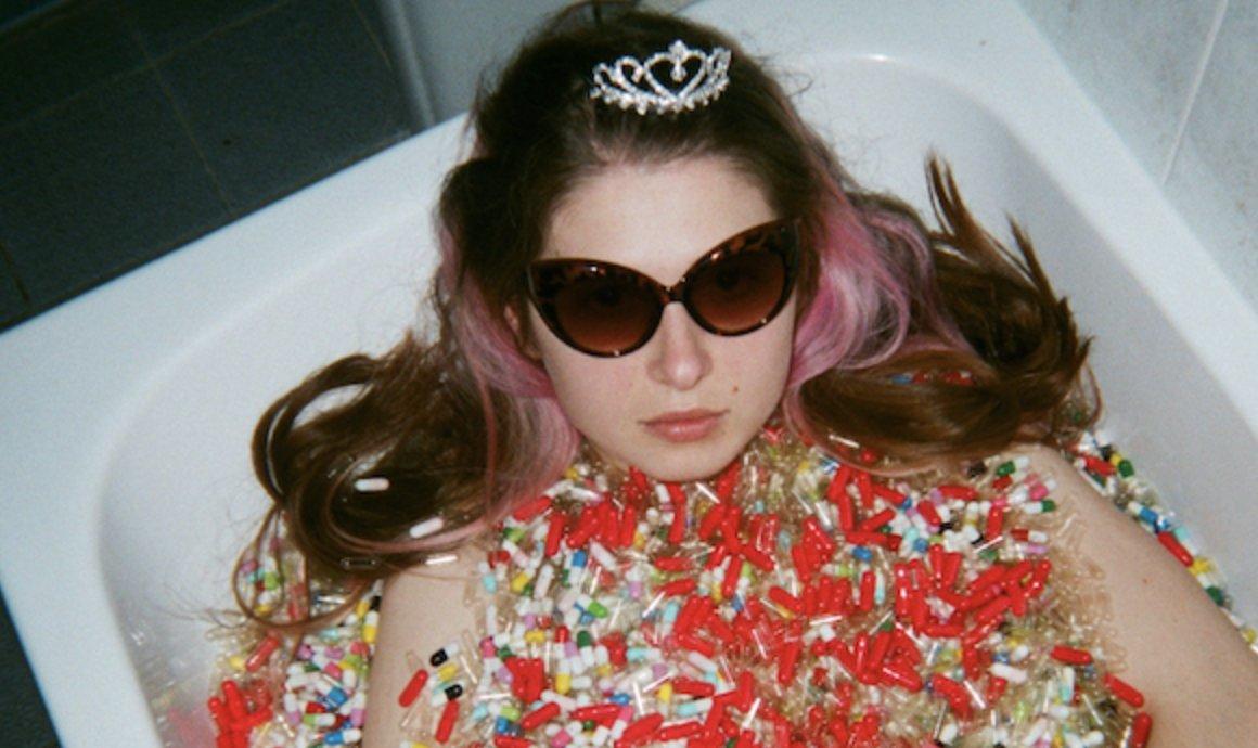 Baby Queen (@babyqueen) announces debut EP 'Medicine'. diymag.com/2020/09/23/bab…