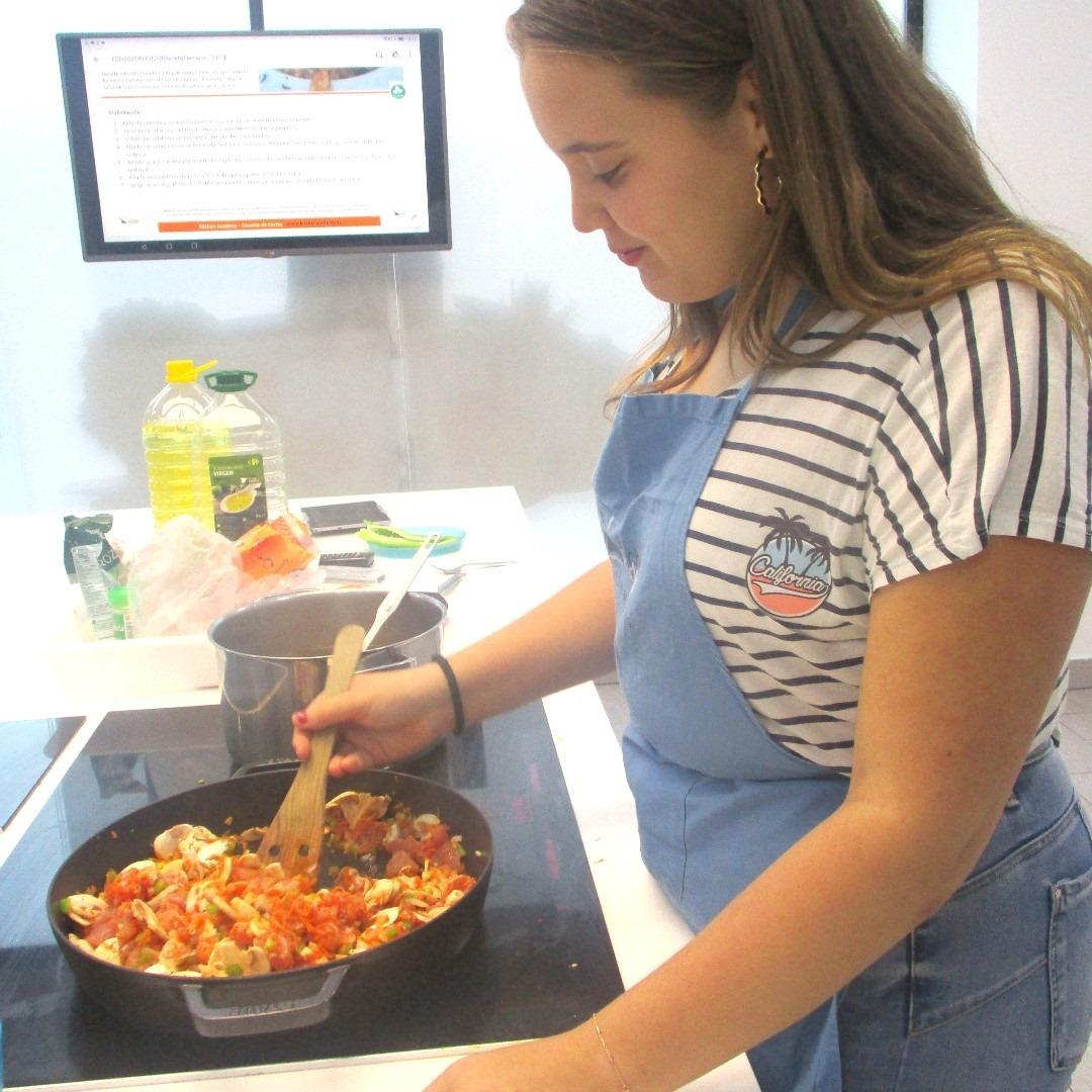Os recordamos que en Kitchen Academy también podéis venir con vuestros familiares. Pasar un gran día en familia cocinando, es super divertido. ¡Os esperamos en Kitchen Academy! #kitchenacademy #lasrozas #majadahonda #alcobendas #getxo #escuelavirtualkitchenacademy https://t.co/e6zPd7poex