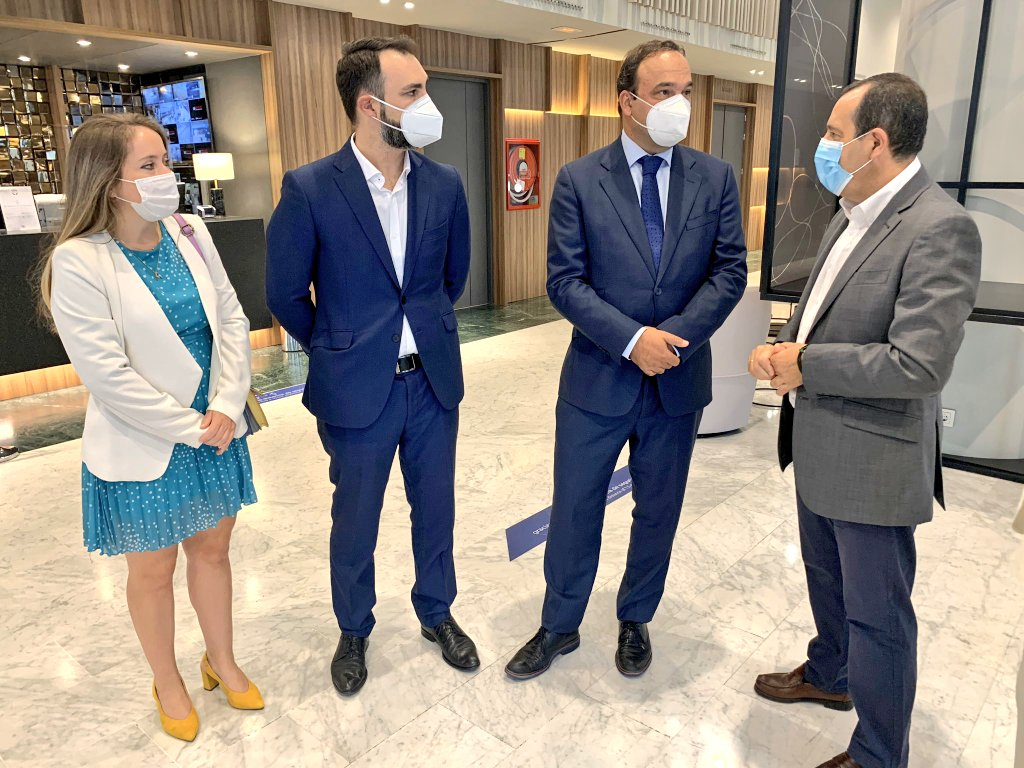 ▶️ Escuchando a @josecdiez que ha intervenido en el #foro organizado por @grupojoly para abordar los retos de #Málaga en la era de la tecnología cc @malagahoy_es https://t.co/HW7LENmqJ7