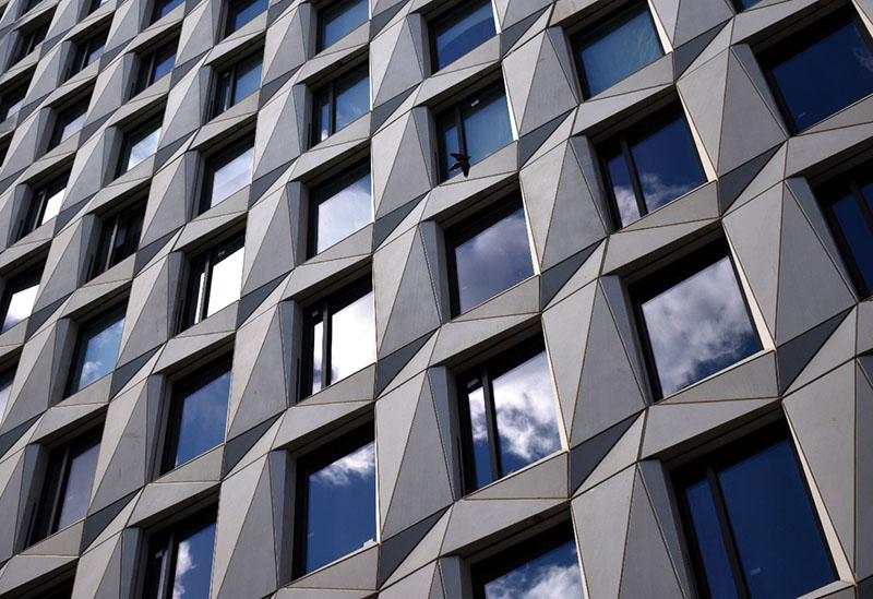 Proyectos internacionales con #prefabricados #hormigón: Instalación de 264 paneles tridimensionales para fachada del edificio Maverick HAP 8 en Nueva York. +info https://t.co/ZfxqjPn70t Fuente @NYREJ https://t.co/Myd0vIPrCI