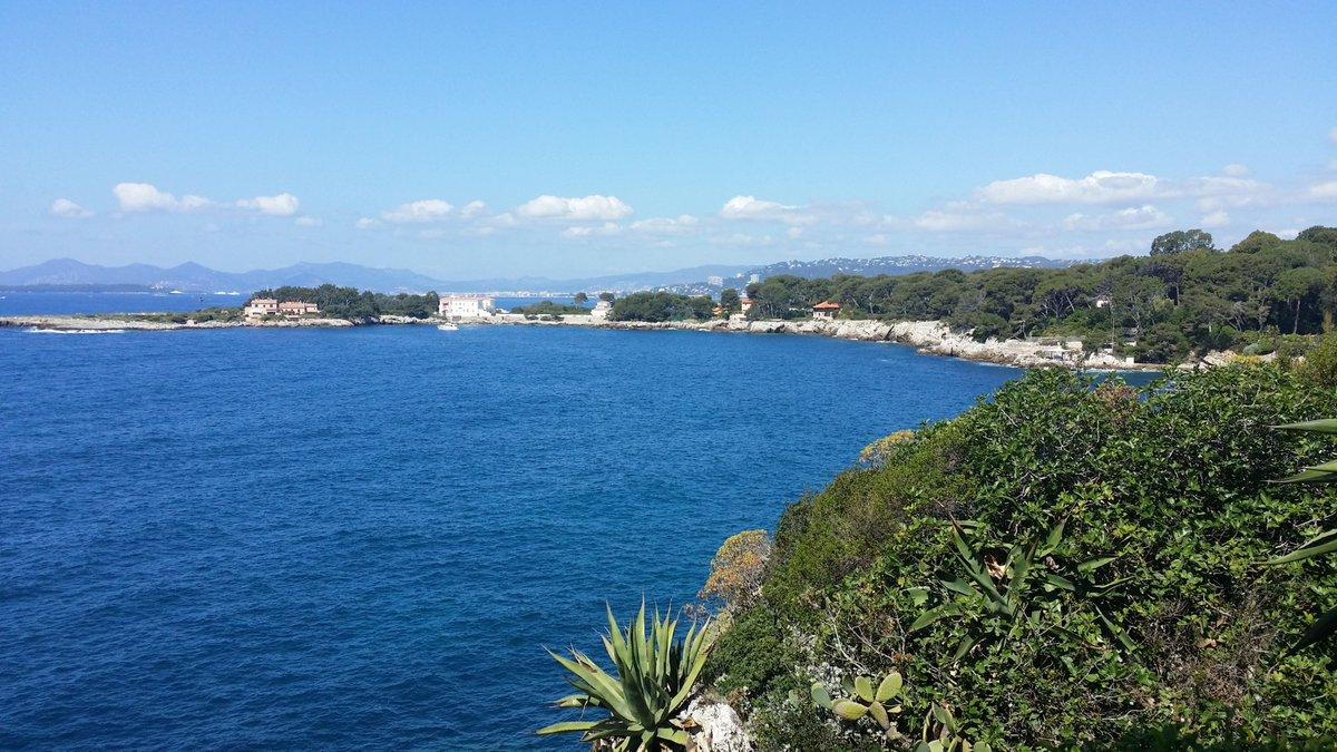 C'est l'été indien sur la Côte d'Azur Ici la Baie des Milliardaires depuis la villa Eilenroc à Antibes #CotedAzurFrance @VisitCotedazur @_FrenchRiviera @ProCotedazur @so_tourisme @myphotozine @laujeanp @Balade_Sympa @AntibesTourisme @VincentPomparat @lesnotesdorees @N_Dalmasso https://t.co/UFTItmlZIO