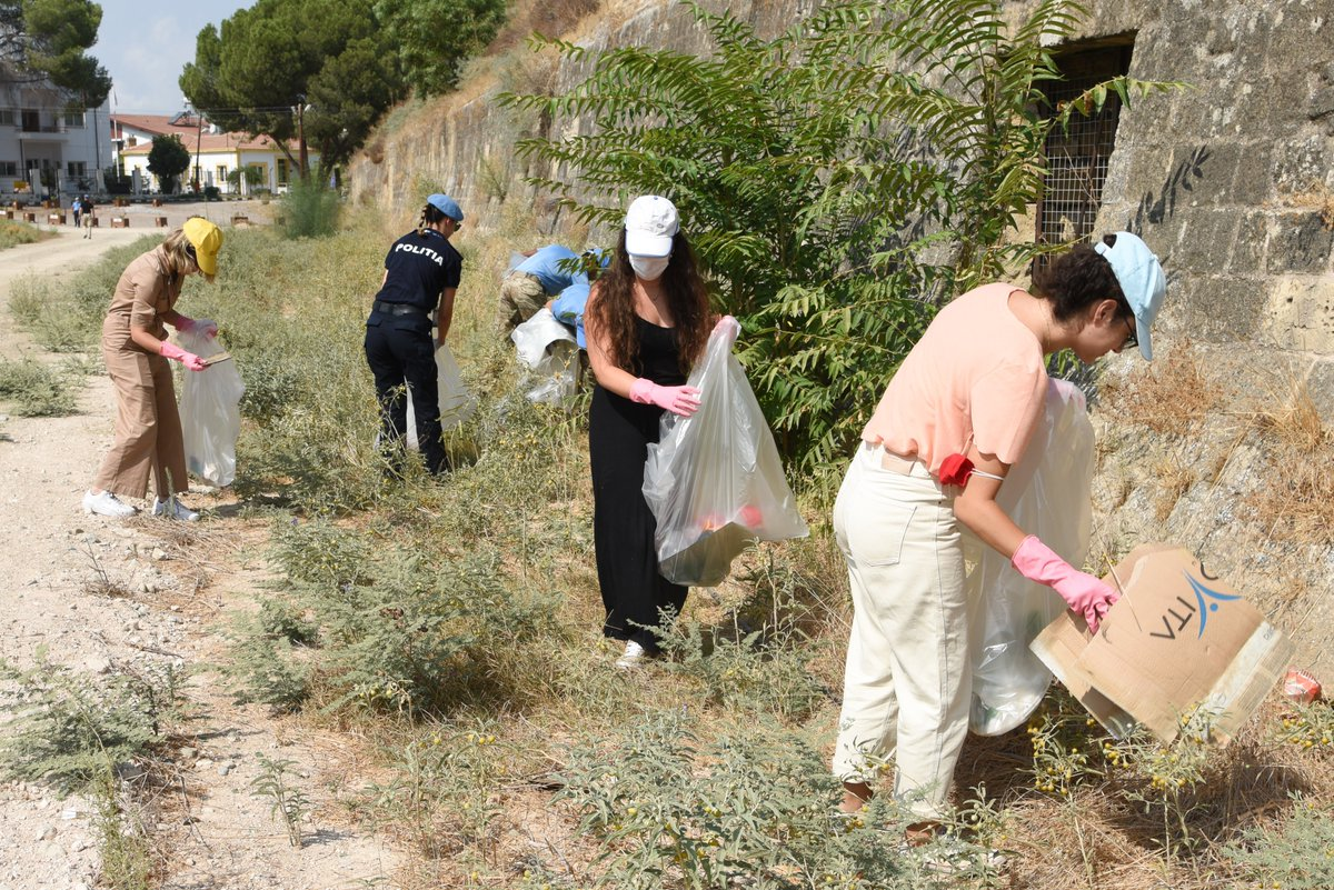 In Cyprus, our peacekeepers are supporting the next generation of leaders.    To mark #WorldCleanupDay, @UN_CYPRUS personnel joined UNFICYP Youth Champions for Environment and Peace to clean up parts of the buffer zone.   Be inspired 🌱👉https://t.co/sLpZUZFosn #A4P #UNGA https://t.co/b4RHG1gazV