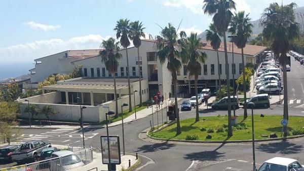 Sanidad reforzó las plantillas de los centros sanitarios con 875 nuevos trabajadores desde agosto  #LaPalma #Sanidad #Canarias #refuerzo #plantillas #sanitarios #COVID19 #rebrotes #pandemia https://t.co/YXQeM3vvCu https://t.co/slGLQWURQj