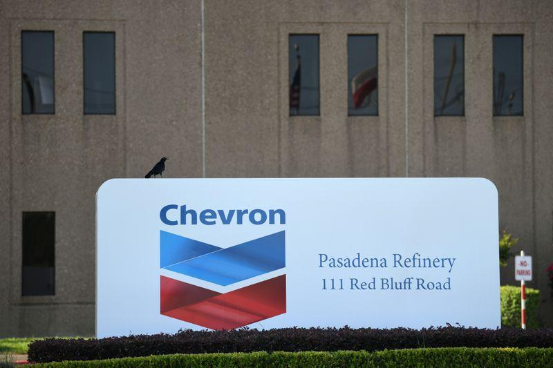 Chevron asks employees to delete WeChat after U.S. ban: Bloomberg News https://t.co/zB1VGhLPK4 https://t.co/PFfPUKX1PF