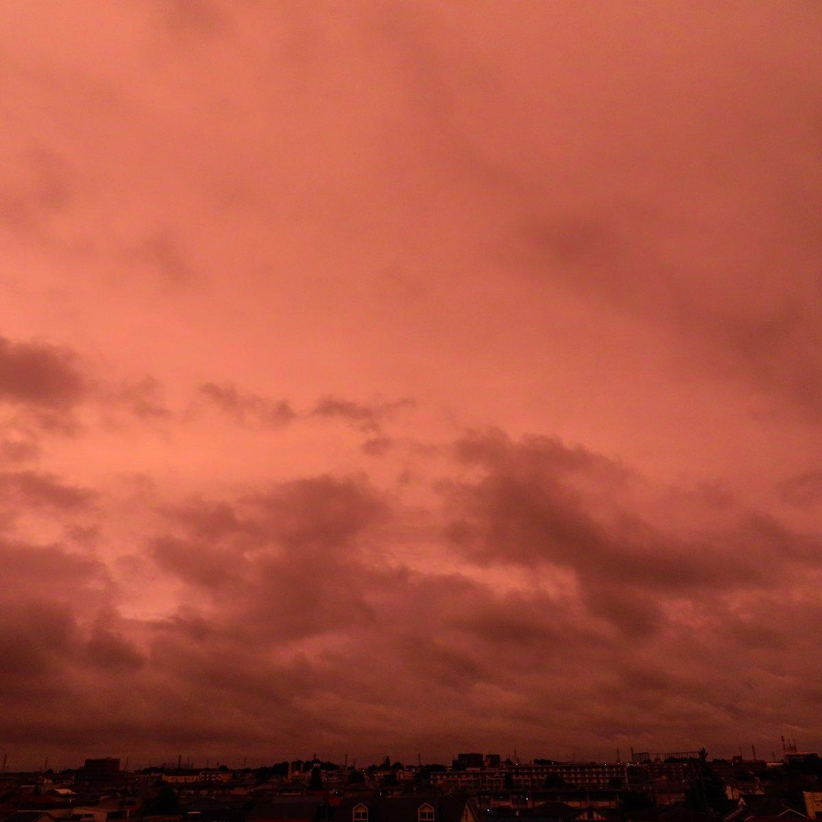 #evening #glow #sky #cloud https://t.co/KvplfEuJQW
