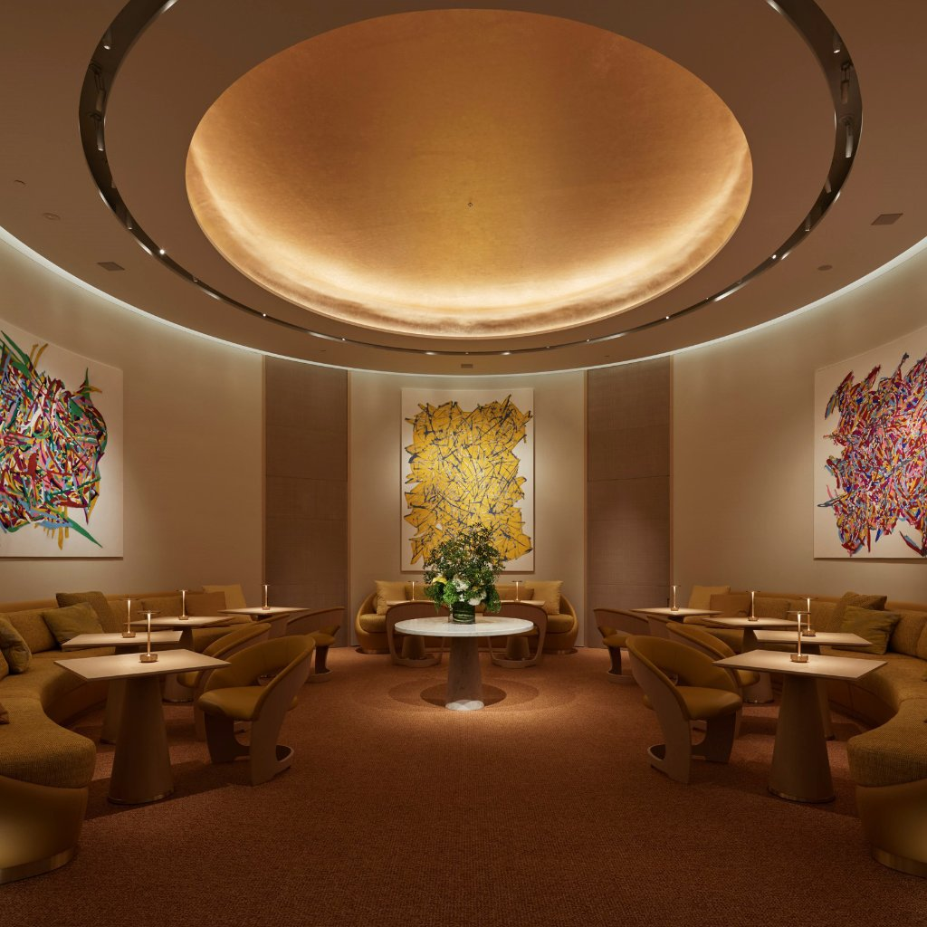 Suasana mewah ruangan restoran baru Louis Vuitton (Foto via Twitter @LouisVuitton)