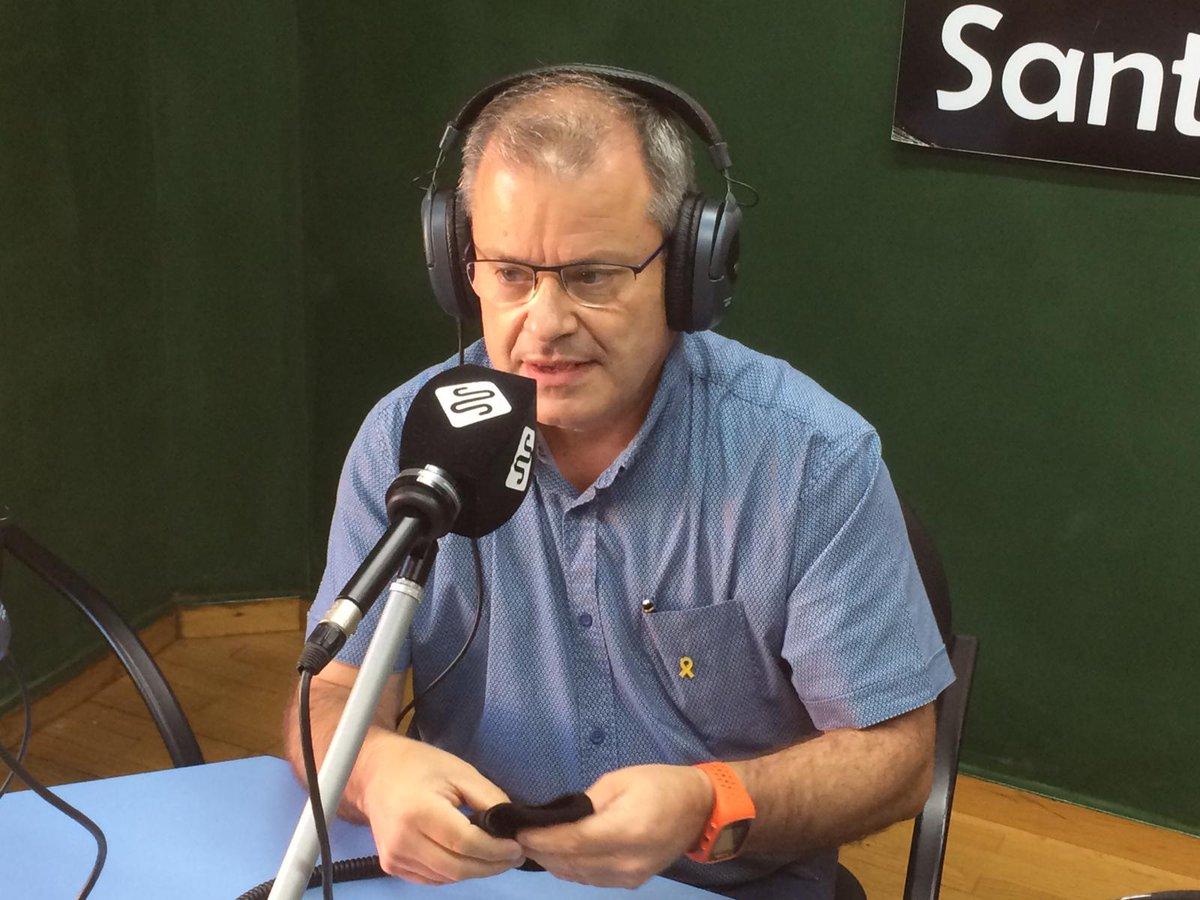 El segon bloc l'hem començat parlant amb l'alcalde de @santsadurni_cat, Josep Maria Ribas i per acabar, la tertúlia de la gent gran: amb el Josep Castellví, la Conxita Vidal, la Natàlia Navarro i la Fina Milà. ⏯️Ja pots recuperar la 2a hora: https://t.co/NMmXyCuuMS https://t.co/1gcwNjddYa