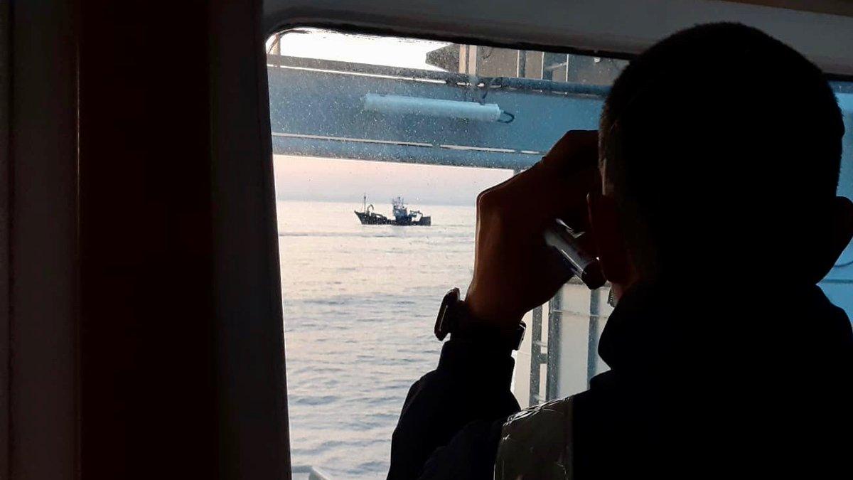 #SabíasQue  La Estrategia de Seguridad Energética Nacional  contempla la #SeguridadMarítima como clave de garantía del suministro energético.  Las líneas de transporte marítimo son la vía principal de transporte de recursos energéticos.  #SomosLaArmada #DefendemosEspañaDesdeLaMar https://t.co/XZJaEizIfP