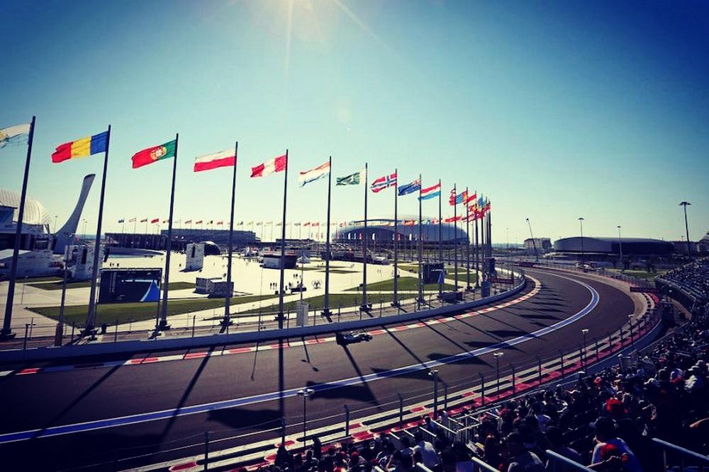 💥À VOS QUESTIONS💥  Régulièrement, avant le début d'un week-end de Grand Prix #F1, je réponds à vos questions en Vidéo sur les réseaux sociaux de @canalplus !  Vous pouvez les poser en commentaire ici et j'y répondrai à l'occasion du Grand Prix de Russie qui débute vendredi ! 😉 https://t.co/Bqa85eJ9x3