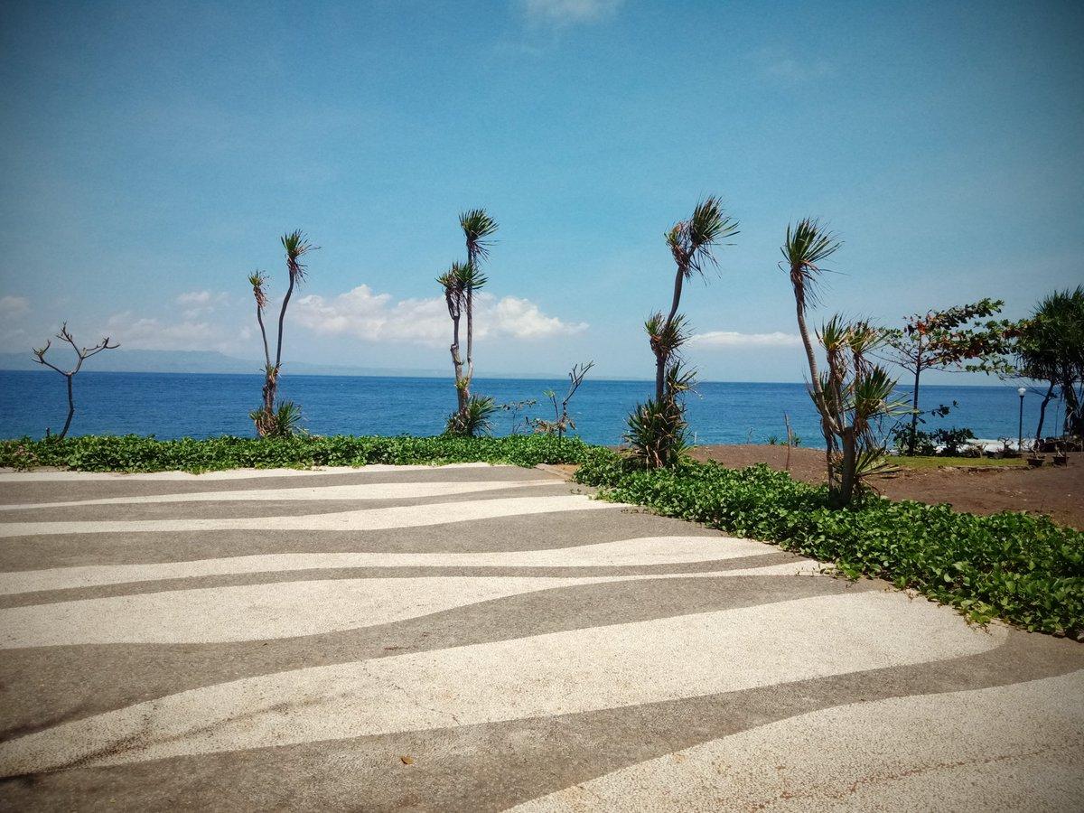 Summer at beach 🏝️🏝️🏝️🏝️🌅🌅🌅🌅🌅  #tropicalbeach #SummerVibes #summer #balinesebeach #baliparadise #seaview #beautifulsea https://t.co/HF7okgOwaT