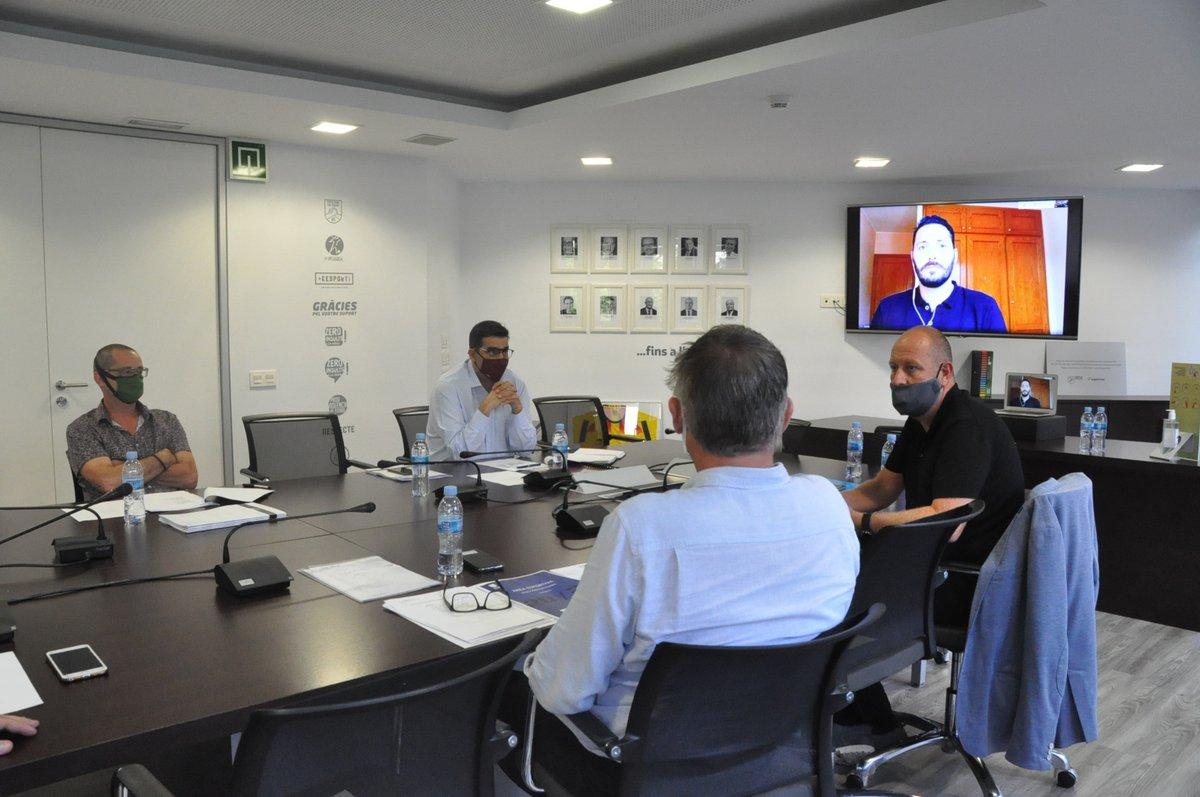📣 Primera reunió dels seleccionadors catalans de futbol  👉🏽 El motiu de la trobada ha estat planificar una temporada que es presenta atípica i inèdita  🔗 Tots els detalls a https://t.co/kZuTH6Mm3q  #SeleccionsCAT https://t.co/dLGnYS1VzC