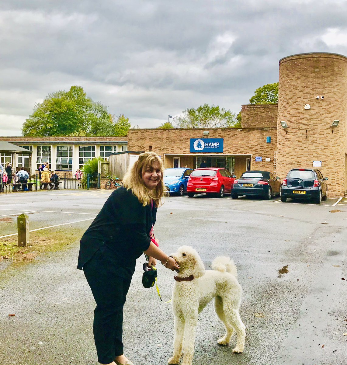 #HadTheBestDay  Diane & Bella 🐩 from @HampAcademy. Lovely staff & 350 kids (in 4 bubbles) many coping with v tough times yet coming out with THE best & bonkers ways to be a #camerado & #LookOutForEachOther  Thank you 4 having me!  @Camerados_org @Cathy_Creswell @LucindaP0well https://t.co/88aKcSx8Mh