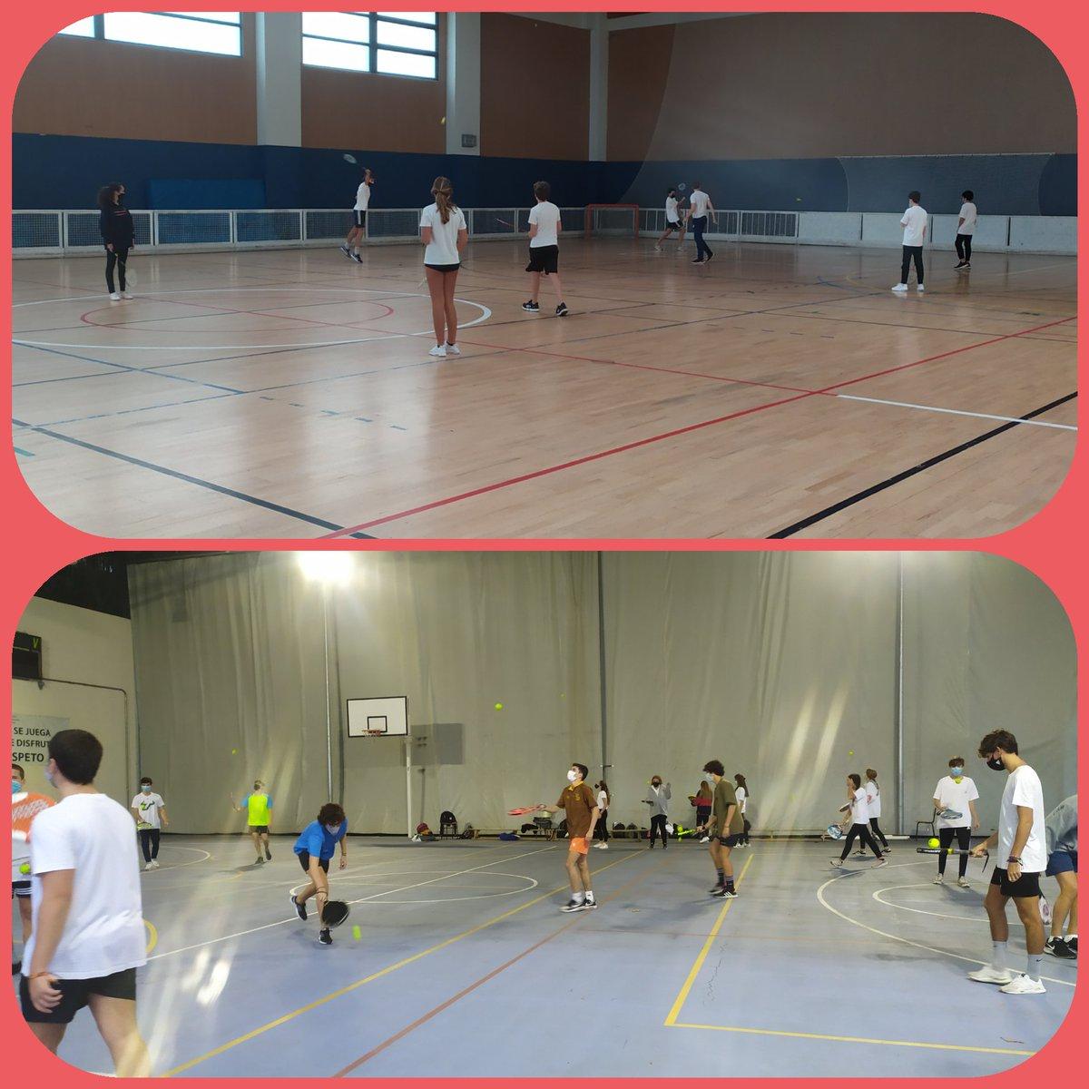 Deportes de raqueta en #educaciónfísica Cada alumno con su material, manteniendo distancias y con sus mascarillas. El entorno deportivo también es un entorno seguro. #secundaria #deportes https://t.co/WasNJfj4Yo