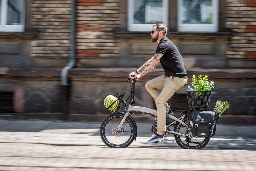 """TERN🚲 VEKTRON E-BIKE GETS NEW UPGRADES.  """"We're constantly listening to our dealers and riders, and we're committed to making changes based on that feedback,"""" stated Tern Team Captain Josh Hon. #ternbicycles #foldingbike #ebike   https://t.co/OWECKYuVxA https://t.co/WffYG0SLBX"""