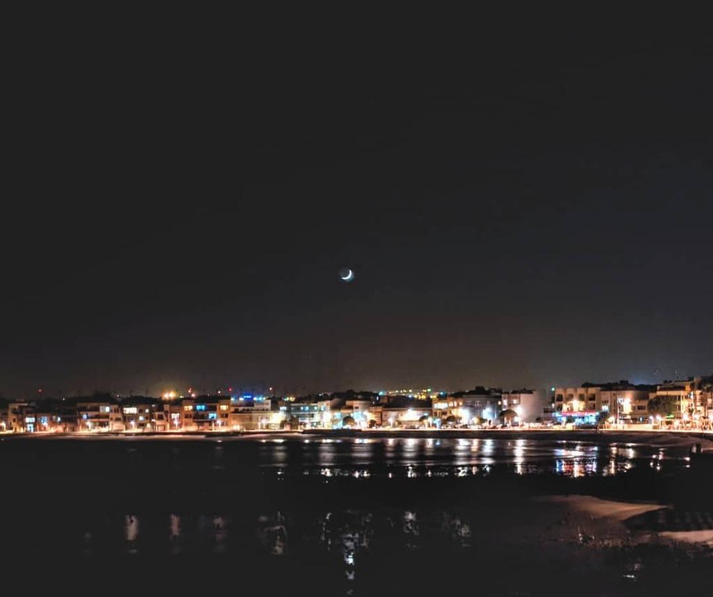 La vida en la playa #grancanaria #canarias #landscape_lovers #landscape #redminote7 #googlecamera #nightshot #arinaga https://t.co/67Vs9QDDkF https://t.co/FRBNueETdo