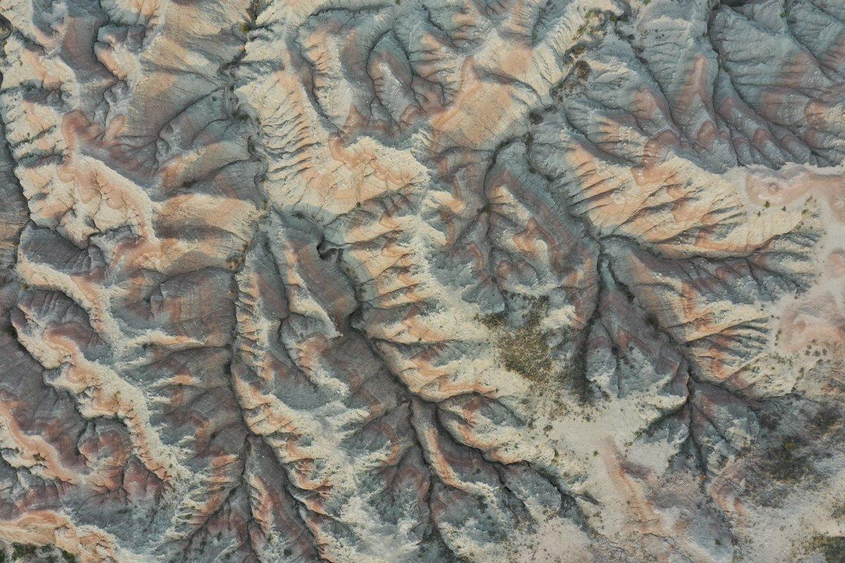 Abstract earth 🌎  📷: DJI Mavic 2 Pro #birdseyeview #earth #geology #aerialphoto #dronepic #dji #southdakota https://t.co/suQJdJenfh