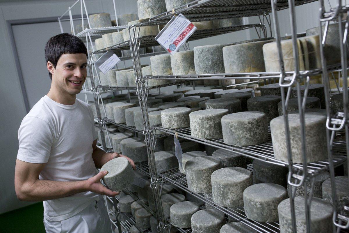 #Zorionak #Kortariko gasna! La quesería de @Baztan_Bidasoa galardonada en los Great Taste Awars de #Londres, considerados los premios de alimentos y bebidas más codiciados del mundo.  https://t.co/d3eRJg8ZRo https://t.co/AMA8Wcl8lp