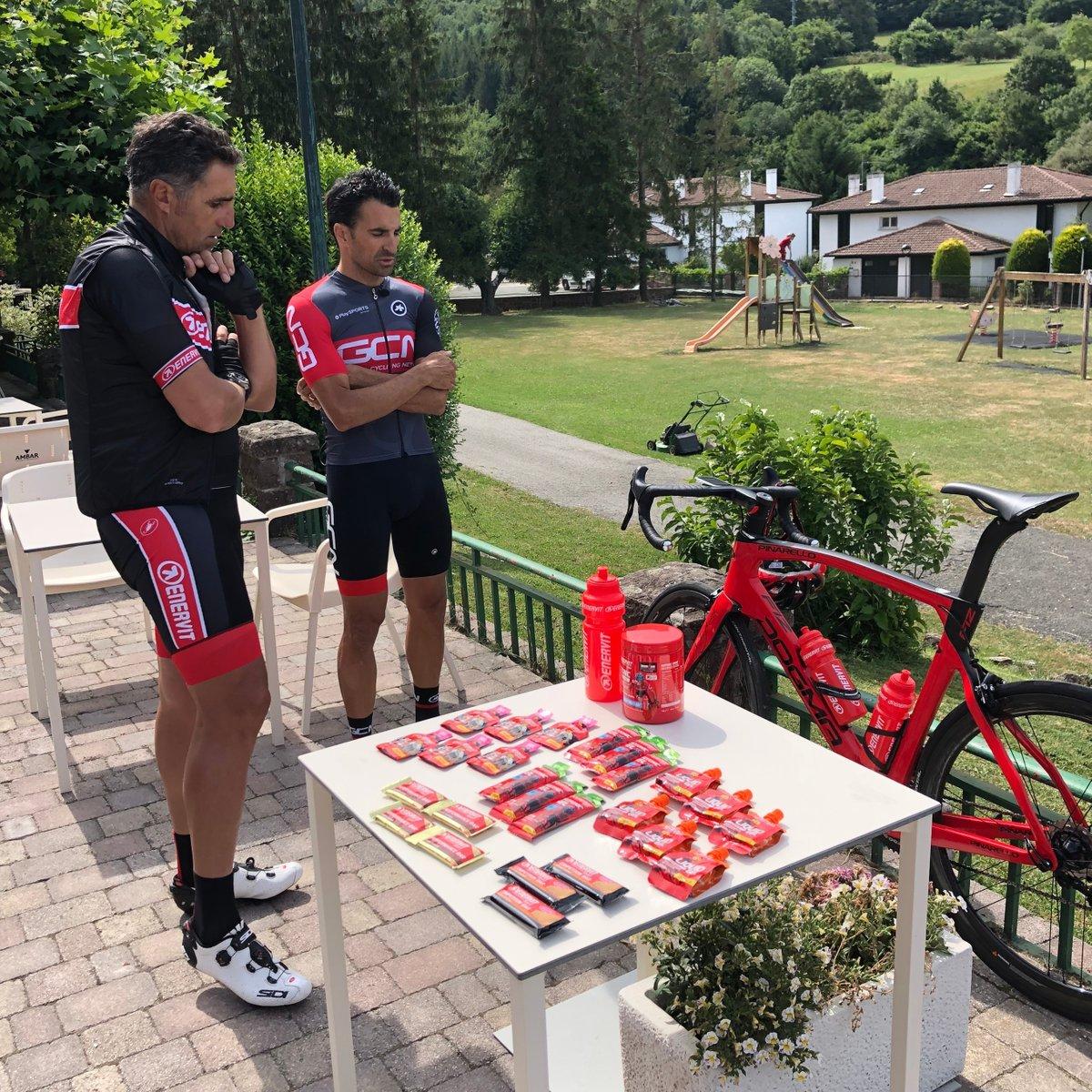 ¿Qué producto escogerán Sebas y el gran Indurain para su salida por Navarra?  Descúbrelo en el vídeo en nuestro canal de GCN en español  📹 https://t.co/lyCuATseVR  #ciclismo #Enervit #ruta #motivacion #bici #Indurain #pro #GCNenespañol @EnervitSport https://t.co/CxKSroStKF