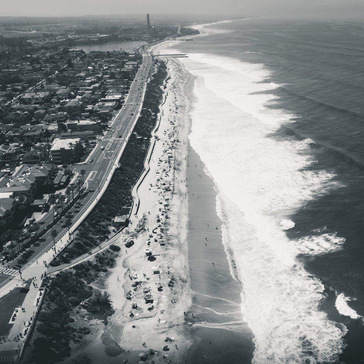 ᑕᗩᖇᒪᔕᗷᗩᗪᔕᗯᗩƳ  #dji #mavicpro2 #earthpix #travelblogger #travelphotography #beachlife #dronephotography #aerialphotography #droneshot #dronepics #drone #blackandwhite #wonderlust #carlsbad #sandiego #fromwhereidrone #blackandwhitephotography  #jeffreyclaytonphotography https://t.co/fQaWpY2Qlp