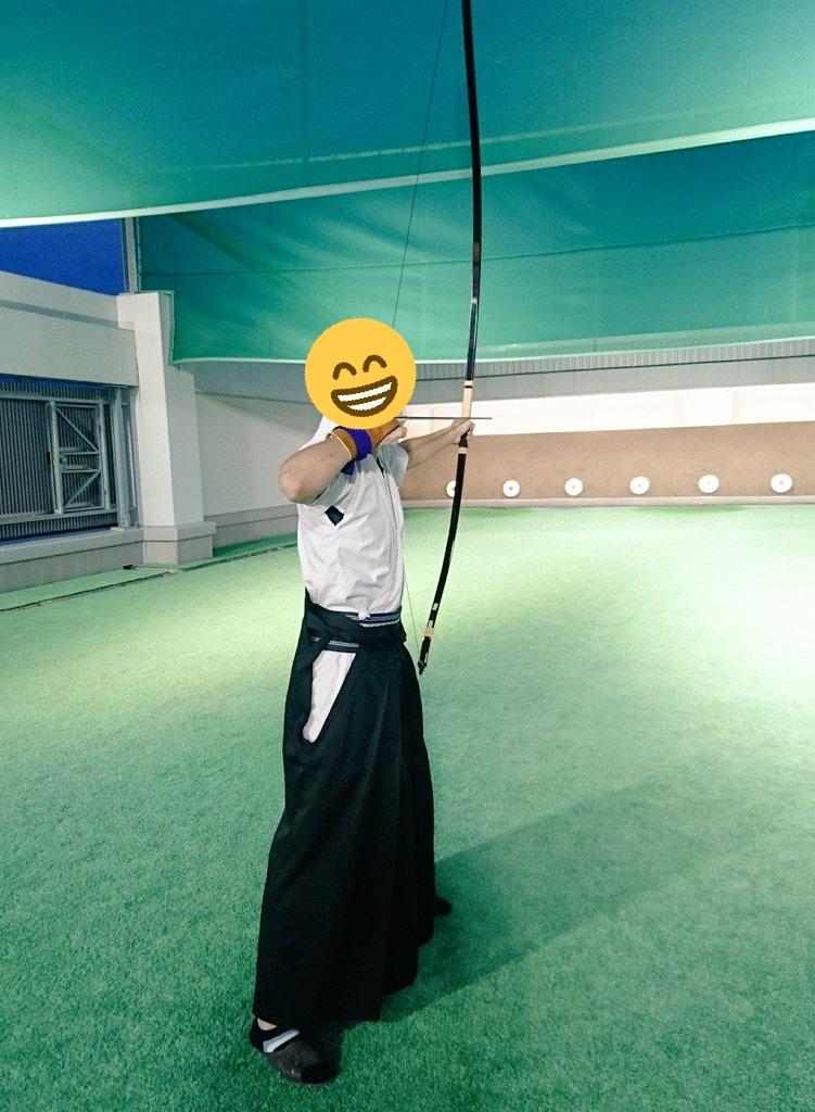 今日は一回生の子が体験会に来てくれました🎉 弓道経験者で久しぶりに引くとのことで矢道での体験❗ 久々に引いたにも関わらず、ちゃんと的にも中り、楽しんでくれたようでよかったです😊  まだまだ体験、見学、仮入部を受け付けているので是非ご連絡ください👍  #大阪経済大学 #大経大 #大経 #部活 https://t.co/neXKiPOyAc